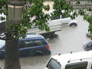 น้ำท่วม-รถยนต์-รถติด