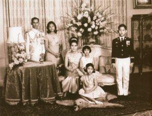 the-king-Bhumiphol-royal-family