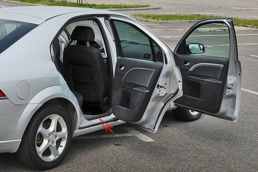 rubber-rim-at-car-door