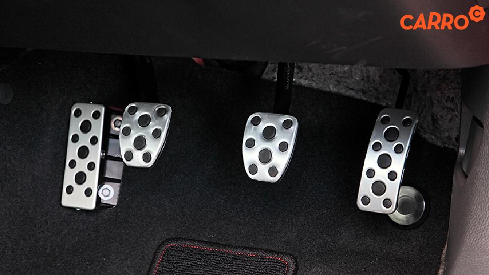 แป้นพักเท้าในรถมีไว้เพื่ออะไรบ้าง